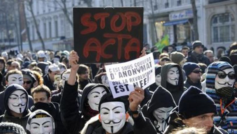 Des dizaines de milliers de personnes ont défilés dans de nombreuses villes Européennes contre le traité Acta. Crédit Photo ©Lemonde